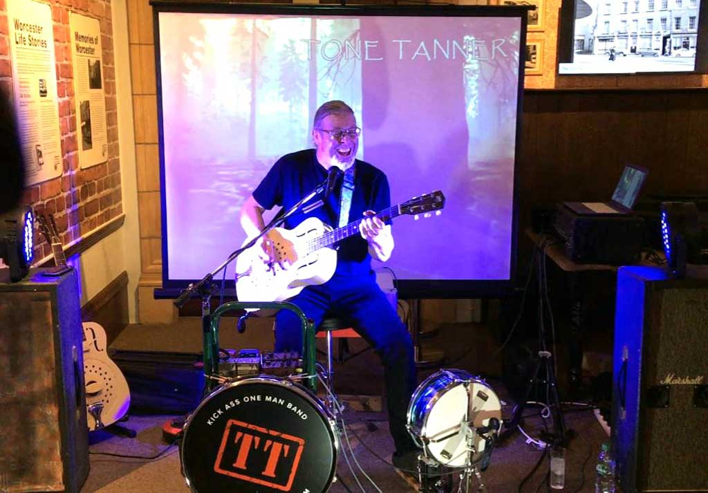 Photo of Tone Tanner live at Worcester City Art Gallery & Museum
